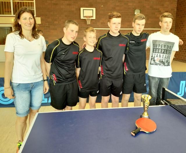 Die Meistermannschaft mit ihrer Betreurin Kerstin Lober