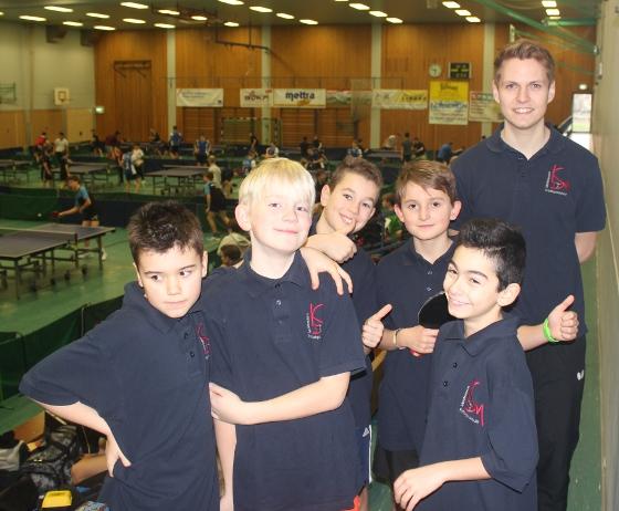 Leo, Luis, Rico, Liam, Cani und Trainer Michael Pfeiffer